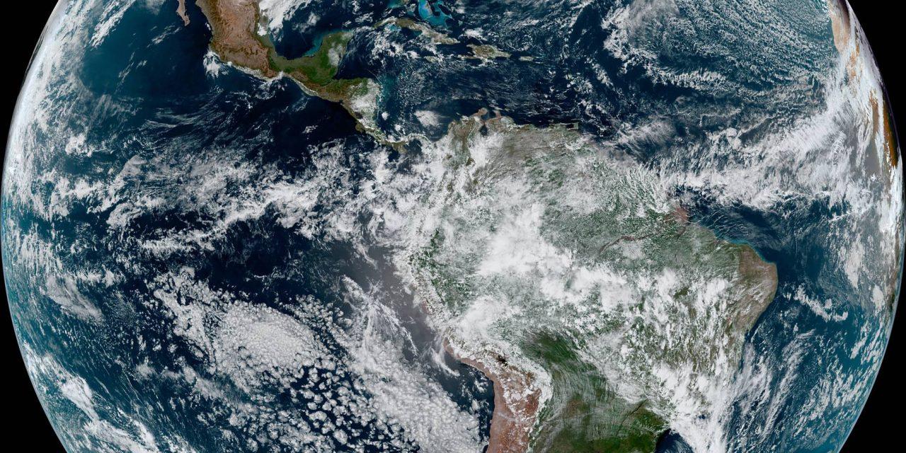 """<span class=""""entry-title-primary"""">O nosso ciclone e a nevasca</span> <h2 class=""""entry-subtitle"""">Em uma imagem de satélite, dois eventos meteorológicos hemisférios </h2>"""