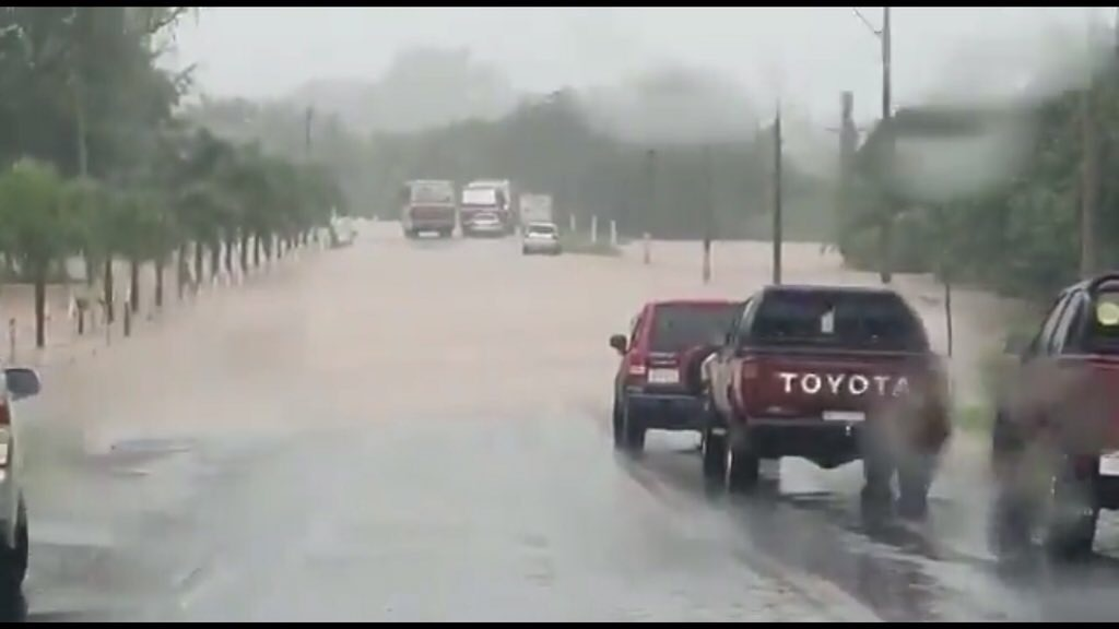 """<span class=""""entry-title-primary"""">Chuva extrema castiga o Paraguai</span> <h2 class=""""entry-subtitle"""">Volumes excessivos de chuva provocam estragos e inundações com centenas de pessoas desalojadas </h2>"""