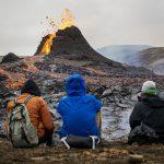 """<span class=""""entry-title-primary""""><span style='color:#ff0000;font-size:14px;'>FESTA NO VULCÃO </span><br> Vulcão vira festa com cachorro quente, marshmallows e jogo de vôlei</span> <span class=""""entry-subtitle"""">Pequena erupção na Islândia se transforma em atrativo para a população local que se diverte junto aos rios de lava </span>"""