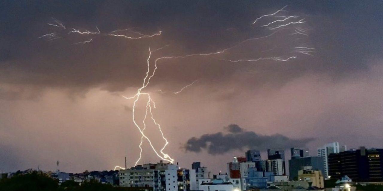 """<span class=""""entry-title-primary"""">Frente fria trará chuva e temporais neste fim de semana</span> <h2 class=""""entry-subtitle"""">Risco será mais alto de tempo severo no Oeste do Rio Grande do Sul </h2>"""