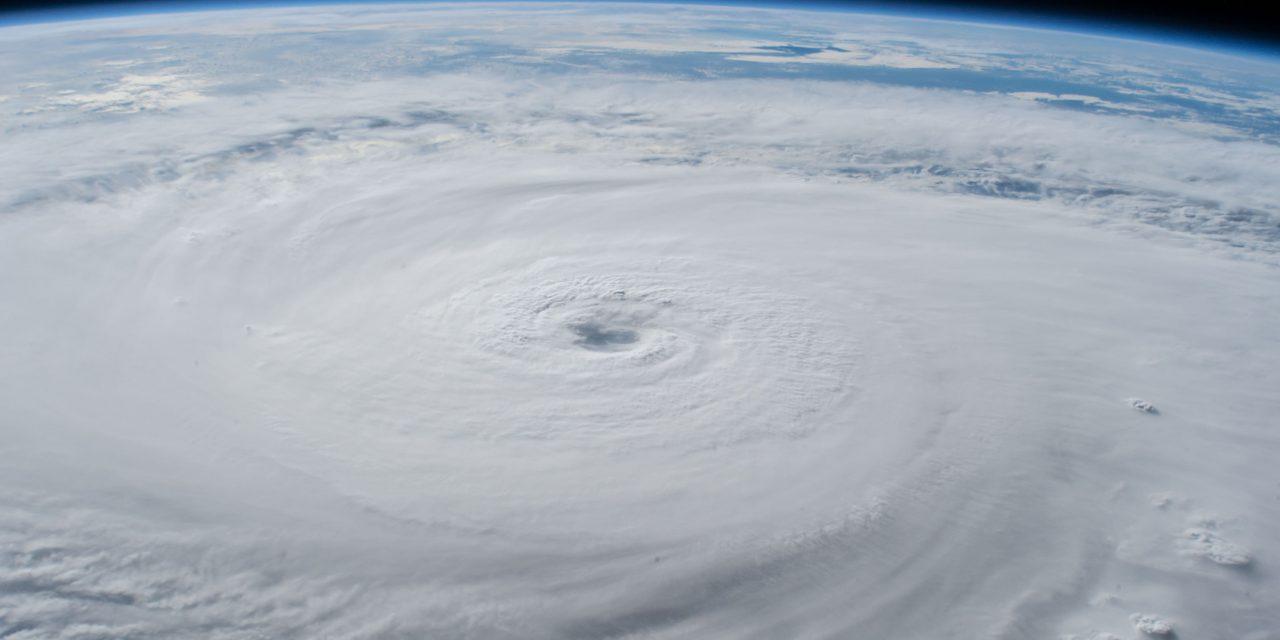 """<span class=""""entry-title-primary"""">Ciclones tropicais mais intensos com aquecimento global</span> <h2 class=""""entry-subtitle"""">Tendência de intensificação já foi observada com furacões no Atlântico Norte </h2>"""