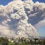Grande erupção vulcânica coloca Indonésia em alerta