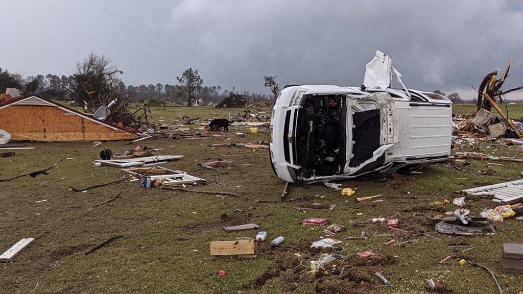 """<span class=""""entry-title-primary"""">Tornados provocam destruição no Sul dos Estados Unidos</span> <h2 class=""""entry-subtitle"""">Alabama foi o estado mais castigado pela onda de tempo severo entre ontem e hoje </h2>"""