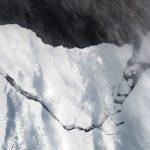 "<span class=""entry-title-primary""><span style='color:#ff0000;font-size:14px;'>OLHO NO POLO SUL </span><br> Iceberg gigante na Antártida</span> <span class=""entry-subtitle"">Desprendimento já era esperado por cientistas que monitoram o gelo da região </span>"