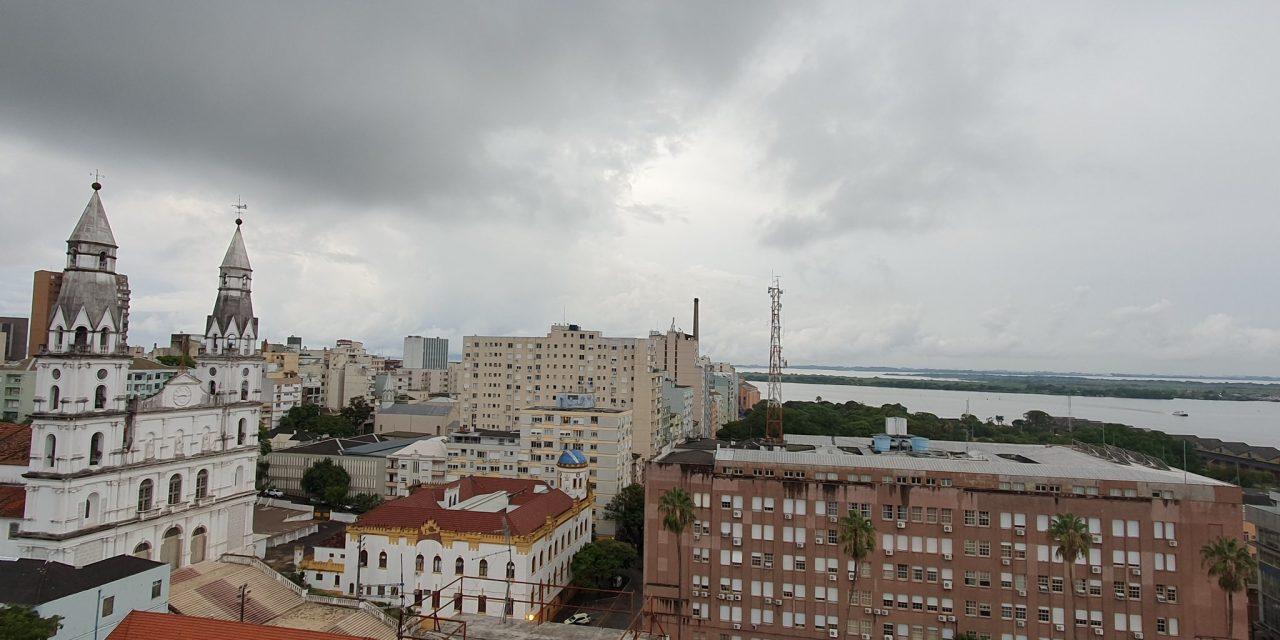 """<span class=""""entry-title-primary"""">Porto Alegre tem chuva que pode ser forte</span> <h2 class=""""entry-subtitle"""">Baixa pressão na costa pode induzir chuva na área da Capital </h2>"""