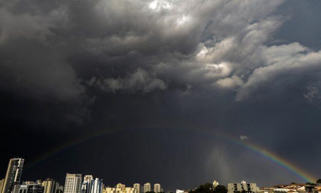Olha como ficou o céu de São Paulo