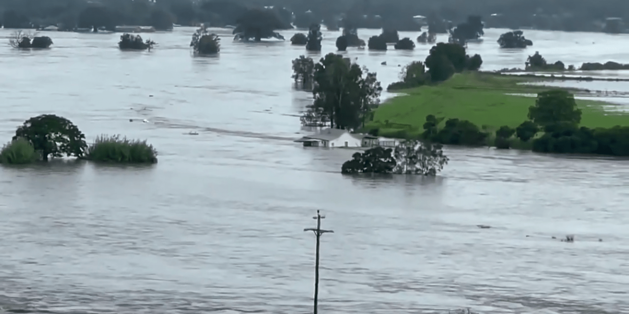 """<span class=""""entry-title-primary"""">Emergência pela chuva e inundações na Austrália</span> <span class=""""entry-subtitle"""">Volumes extraordinários de chuva são previstos para este fim de semana em New South Wales </span>"""