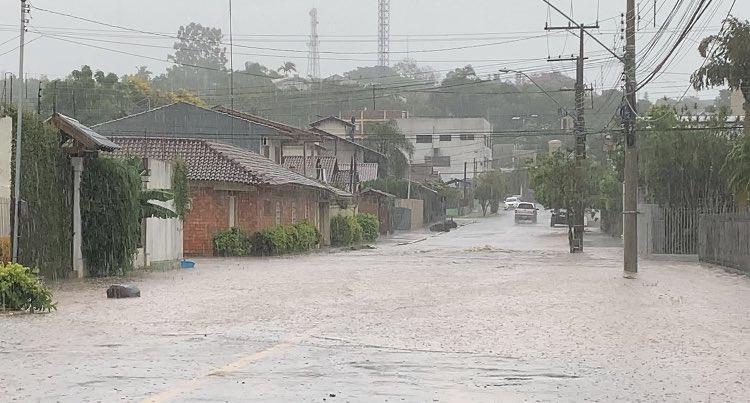 """<span class=""""entry-title-primary"""">Chuva forte e alagamentos no Rio Grande do Sul</span> <h2 class=""""entry-subtitle"""">Região dos vales foi a mais atingida por chuva localmente intensa nesta quinta-feira </h2>"""