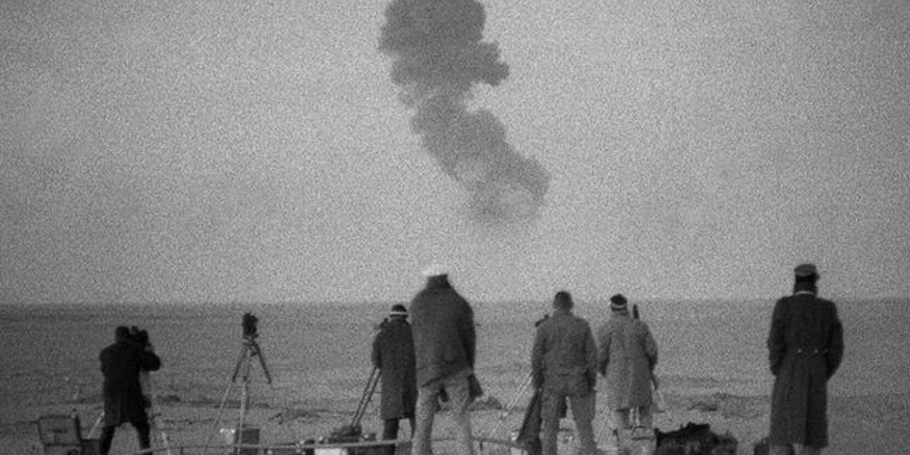 """<span class=""""entry-title-primary"""">Contaminação de bombas atômicas chega à Europa pelo vento</span> <h2 class=""""entry-subtitle"""">França realizou testes nucleares no Saara e radiação agora chega ao país com a poeira do deserto </h2>"""