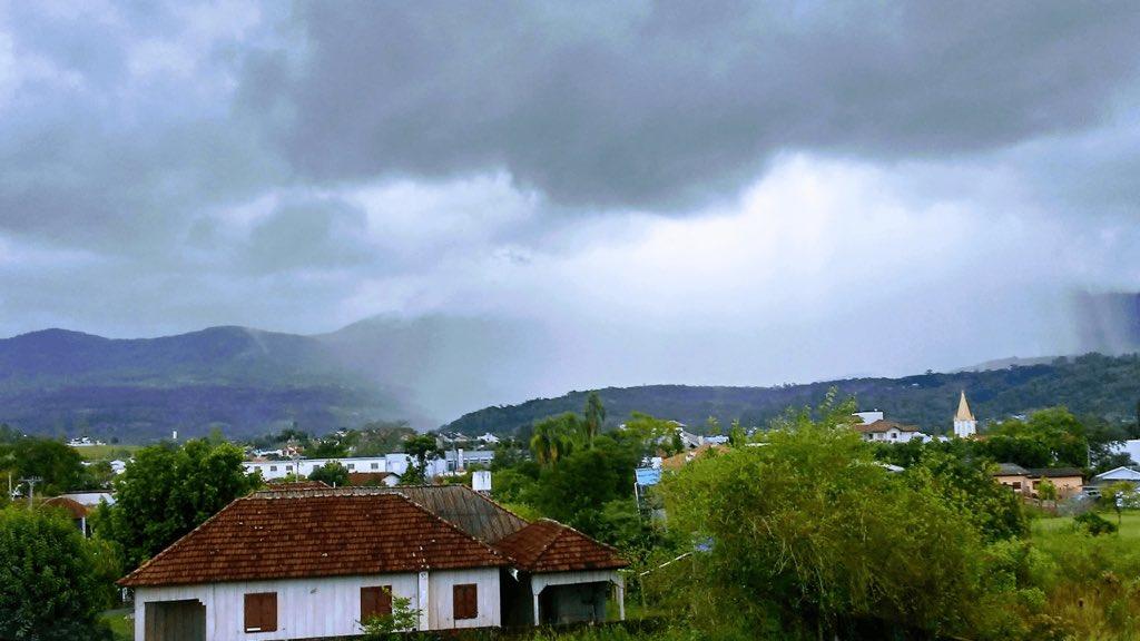 """<span class=""""entry-title-primary"""">Veja a previsão do tempo para esta segunda-feira (19/4)</span> <span class=""""entry-subtitle"""">Sol aparece em todo o Rio Grande do Sul com chuva isolada no Leste gaúcho </span>"""