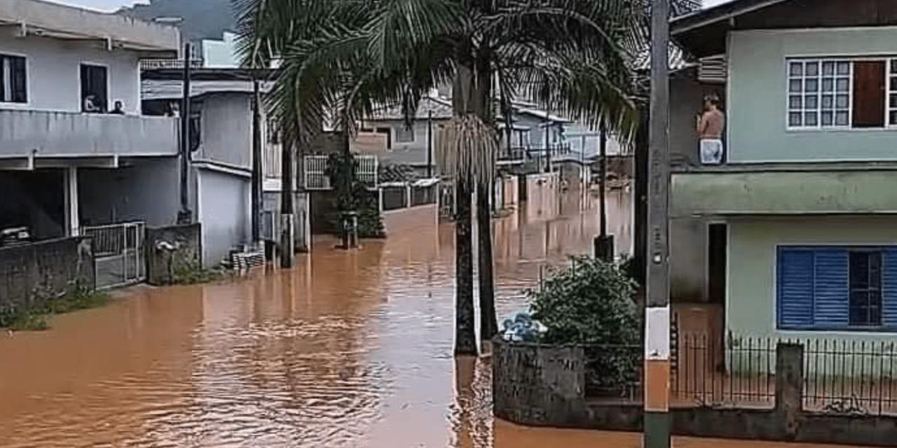 """<span class=""""entry-title-primary"""">Chuva muito acima da média no Nordeste de Santa Catarina</span> <span class=""""entry-subtitle"""">Áreas do interior catarinense, ao contrário, anotaram chuva abaixo da média </span>"""