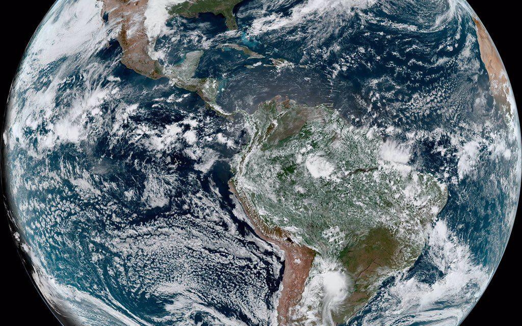 """<span class=""""entry-title-primary"""">O retrato da Terra no Dia da Terra</span> <span class=""""entry-subtitle"""">Imagem de satélite do começo da tarde de hoje mostra como está o nosso hemisfério do planeta no Dia da Terra de 2021 </span>"""