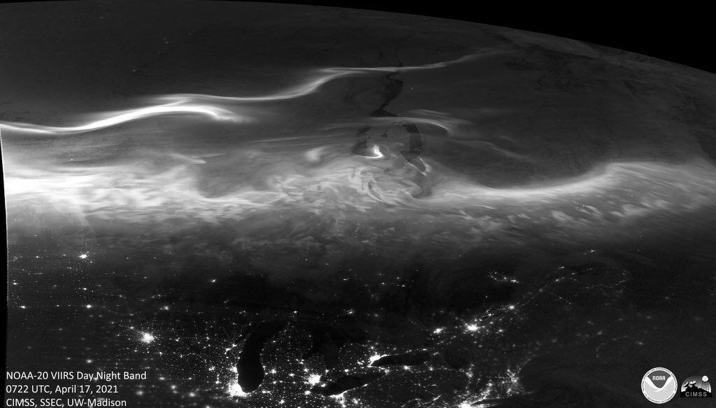 """<span class=""""entry-title-primary"""">Satélites registram aurora boreal no Canadá</span> <h2 class=""""entry-subtitle"""">Última noite teve grande aparição do fenômeno da aurora boreal no Canadá e outros países mais ao Norte do planeta. Veja as imagens de satélite e da terra.  </h2>"""