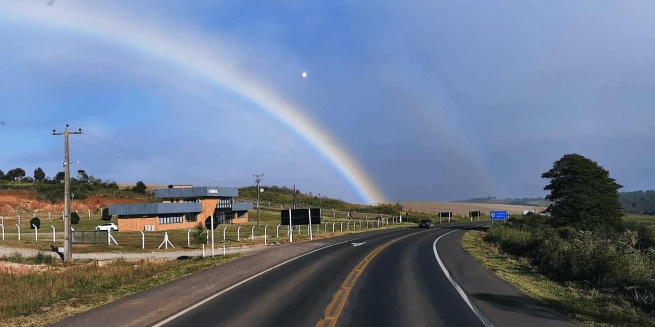 """<span class=""""entry-title-primary"""">Geada e arco-íris formam rara combinação no Norte gaúcho</span> <h2 class=""""entry-subtitle"""">Soledade, no Norte do Rio Grande do Sul, amanheceu nesta segunda-feira com geada na vegetação e arco-íris no céu</h2>"""
