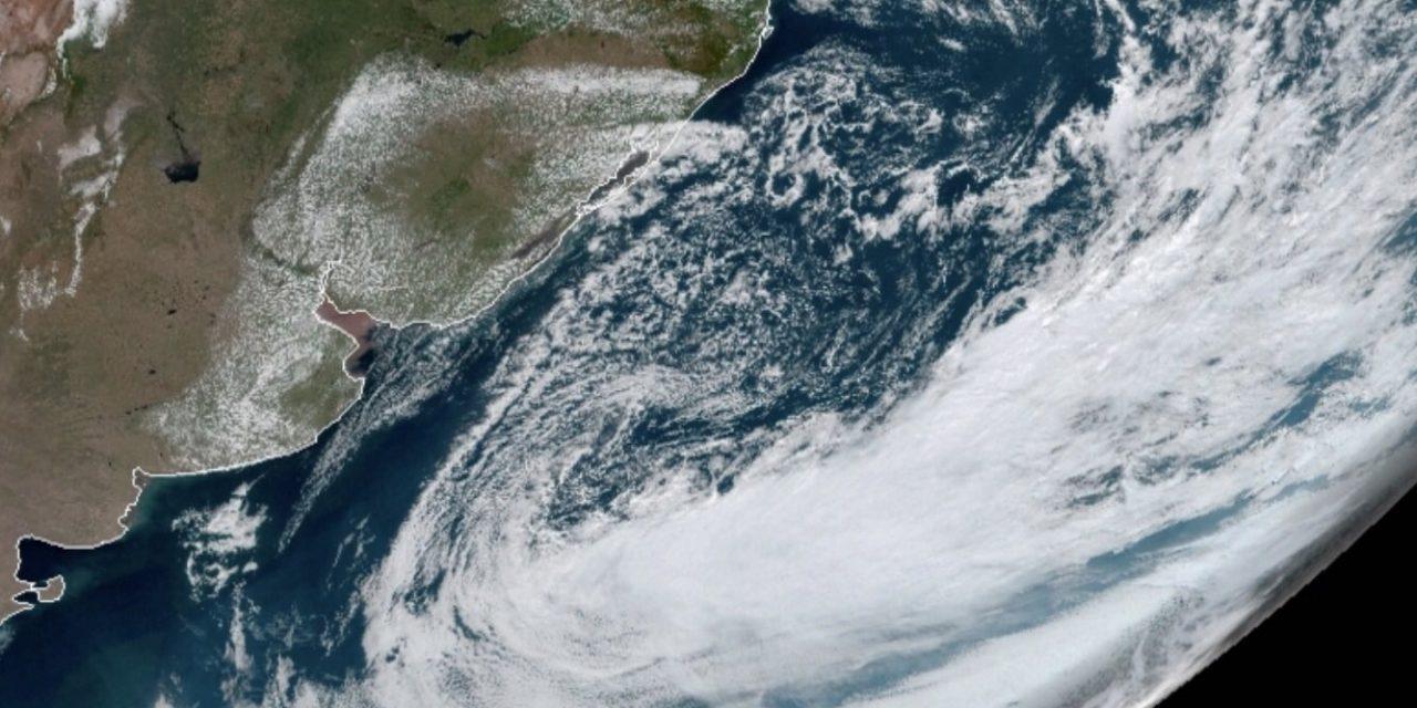 """<span class=""""entry-title-primary"""">Ciclone traz chuva no Leste gaúcho</span> <h2 class=""""entry-subtitle"""">Ciclone extratropical no Atlântico traz nuvens e chuva isolada no Leste gaúcho, mas chuva generalizada vai demorar a chegar.</h2>"""