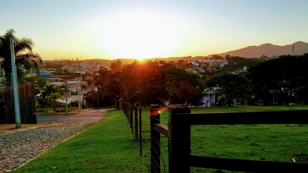 """<span class=""""entry-title-primary"""">Veja a previsão do tempo para esta sexta-feira (23/4)</span> <h2 class=""""entry-subtitle"""">Rio Grande do Sul terá mais um dia com o predomínio do sol e temperaturas agradáveis</h2>"""