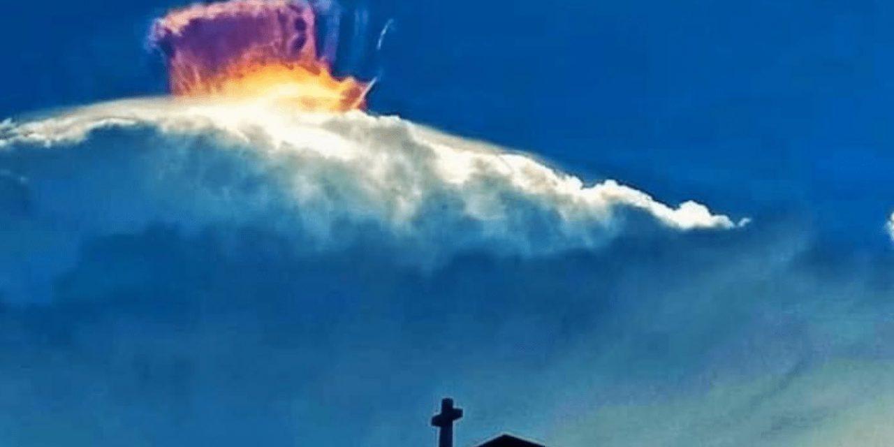 """<span class=""""entry-title-primary"""">Uma rara nuvem iridescente nas Filipinas</span> <span class=""""entry-subtitle"""">Não se trata de uma nuvem diferente das demais e sim um fenômeno óptico pela difração da luz solar </span>"""