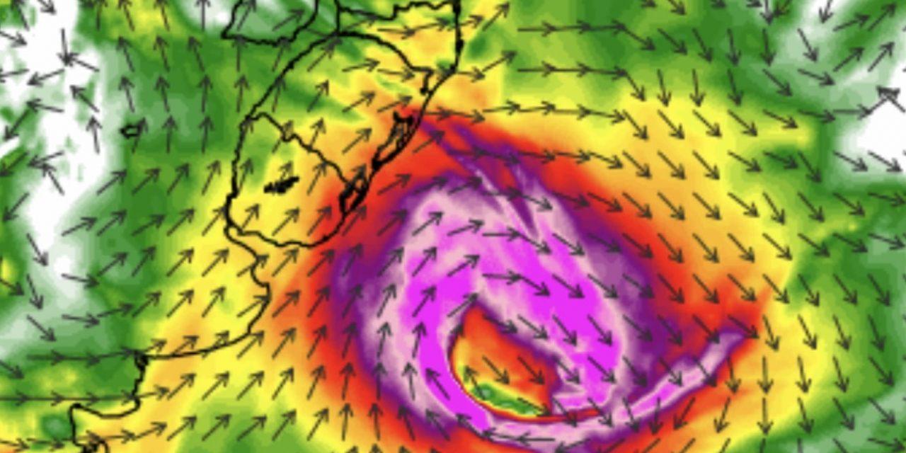 """<span class=""""entry-title-primary"""">Ciclone extratropical trará rajadas de vento forte</span> <h2 class=""""entry-subtitle"""">Domingo terá vento muito forte no Uruguai e rajadas com a chegada de frente fria no Rio Grande do Sul </h2>"""