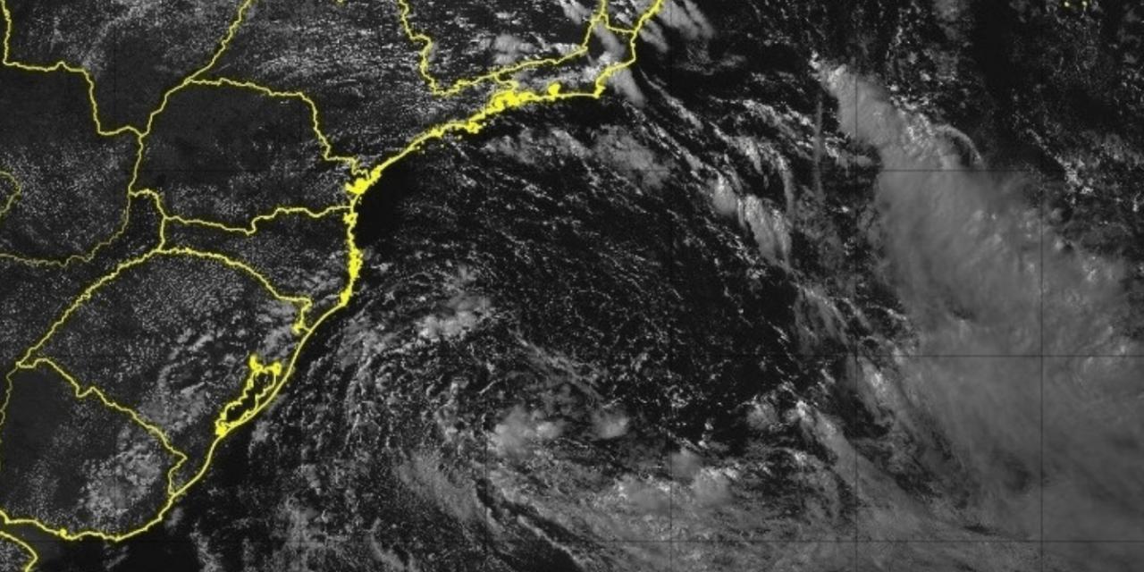 """<span class=""""entry-title-primary"""">Sudeste tem instabilidade costeira pelo ciclone</span> <h2 class=""""entry-subtitle"""">Fenômeno no mar leva umidade do mar para o continente e que encontra o relevo da Serra com chuva </h2>"""