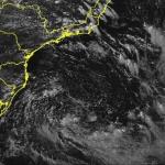 """<span class=""""entry-title-primary""""><span style='color:#ff0000;font-size:14px;'>PREVISÃO DO TEMPO </span><br> Sudeste tem instabilidade costeira pelo ciclone</span> <span class=""""entry-subtitle"""">Fenômeno no mar leva umidade do mar para o continente e que encontra o relevo da Serra com chuva </span>"""