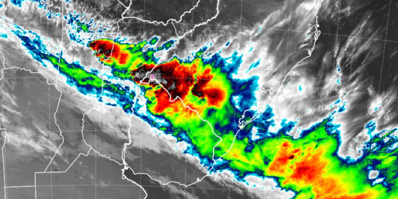 """<span class=""""entry-title-primary"""">Frente fria chega com chuva e temporais</span> <span class=""""entry-subtitle"""">Fronteira com o Uruguai teve temporal de granizo e vento forte com falta de luz </span>"""