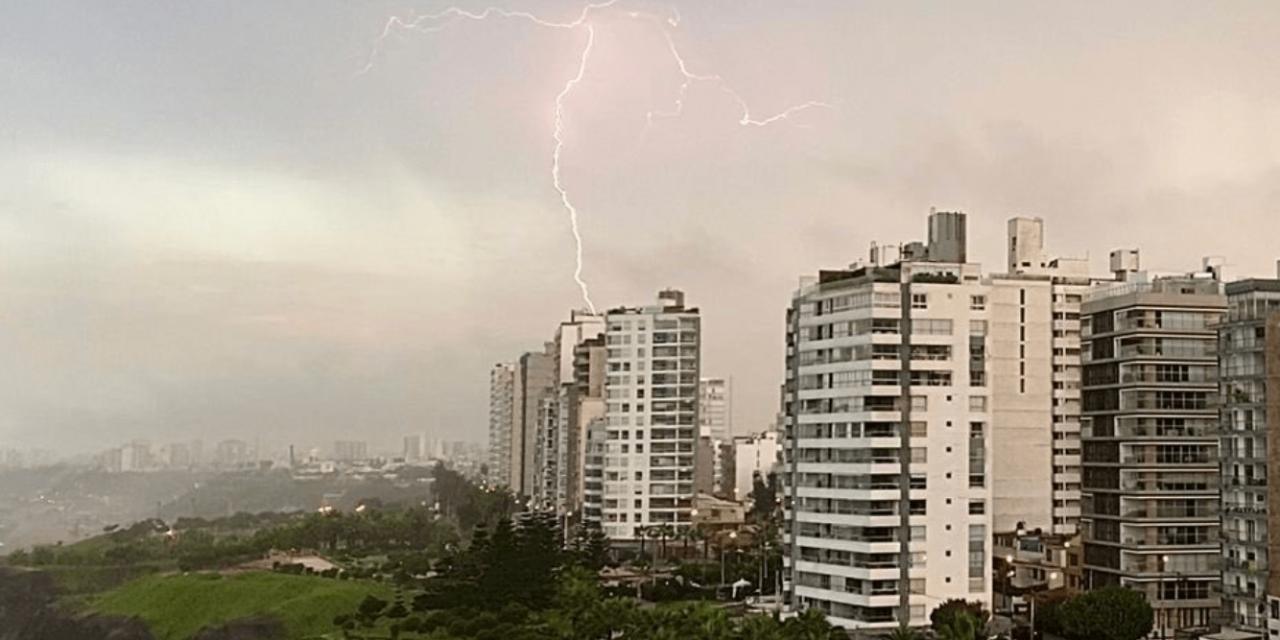 """<span class=""""entry-title-primary"""">Tempestade de raios em Lima após 60 anos</span> <span class=""""entry-subtitle"""">Desde 1960 a capital peruana não via um temporal de raios e os moradores ficaram assustados com o que jamais tinham visto em suas vidas </span>"""