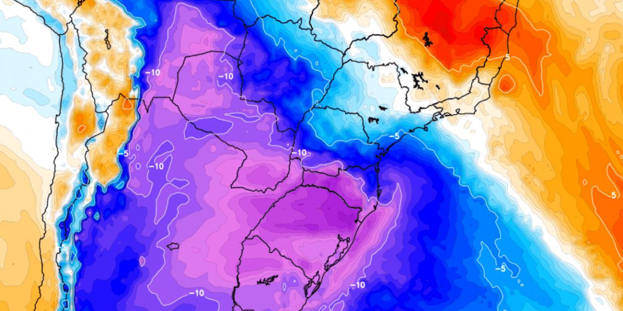 """<span class=""""entry-title-primary"""">Primeira forte massa de ar polar do ano no Brasil na virada do mês</span> <h2 class=""""entry-subtitle"""">Modelos numéricos indicam significativa incursão de ar gelado no final de maio e no começo de junho no Brasil </h2>"""