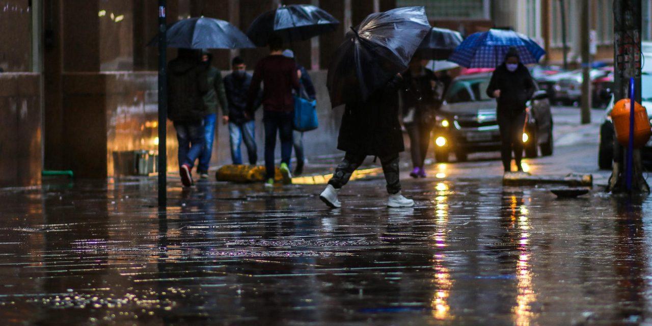 """<span class=""""entry-title-primary"""">Frente fria traz chuva para o Sul do Brasil nesta semana</span> <h2 class=""""entry-subtitle"""">Sistema frontal já começa a mudar o tempo no Rio Grande do Sul nesta segunda-feira com chuva em algumas regiões</h2>"""