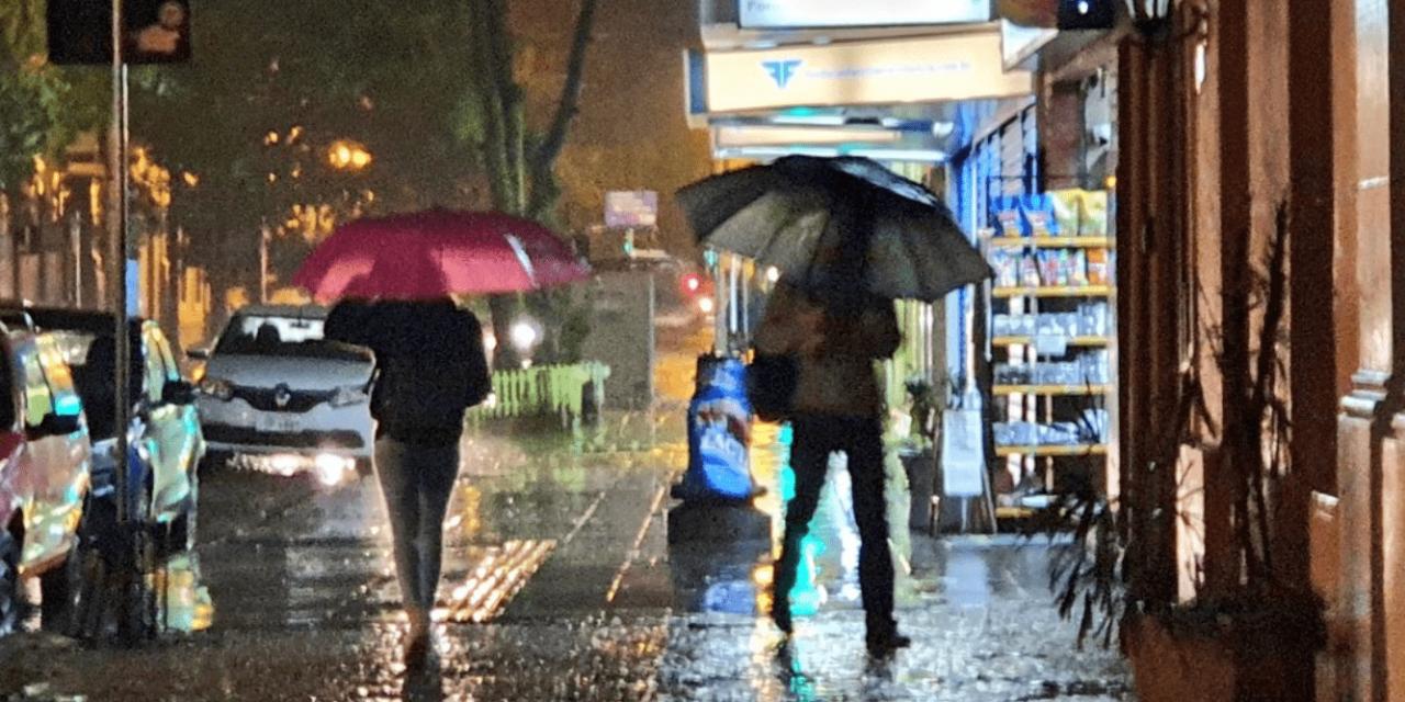 """<span class=""""entry-title-primary"""">Maior episódio de chuva em meses</span> <span class=""""entry-subtitle"""">Porto Alegre e outras cidades do Rio Grande do Sul tiveram o maior episódio de chuva em meses entre ontem e hoje, segundo levantamento da MetSul</span>"""