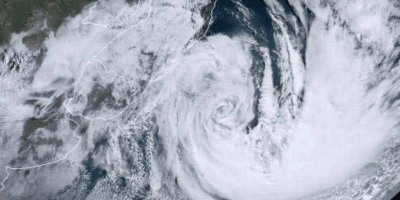 """<span class=""""entry-title-primary"""">Ciclone bomba varria o Sul do Brasil há um ano</span> <h2 class=""""entry-subtitle"""">Foi o mais grave episódio de vento a atingir o Sul do país já documentado e teve saldo mais grave que o furacão Catarina </h2>"""