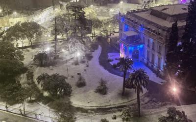 Neve em Córdoba depois de 14 anos Flocos caíram na capital da província argentina pela primeira vez desde o histórico inverno de 2007
