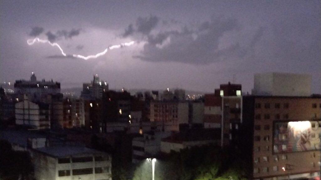 """<span class=""""entry-title-primary"""">Por que demorou a amanhecer hoje?</span> <span class=""""entry-subtitle"""">Porto Alegre tinha noite fechada na hora do nascer do sol </span>"""
