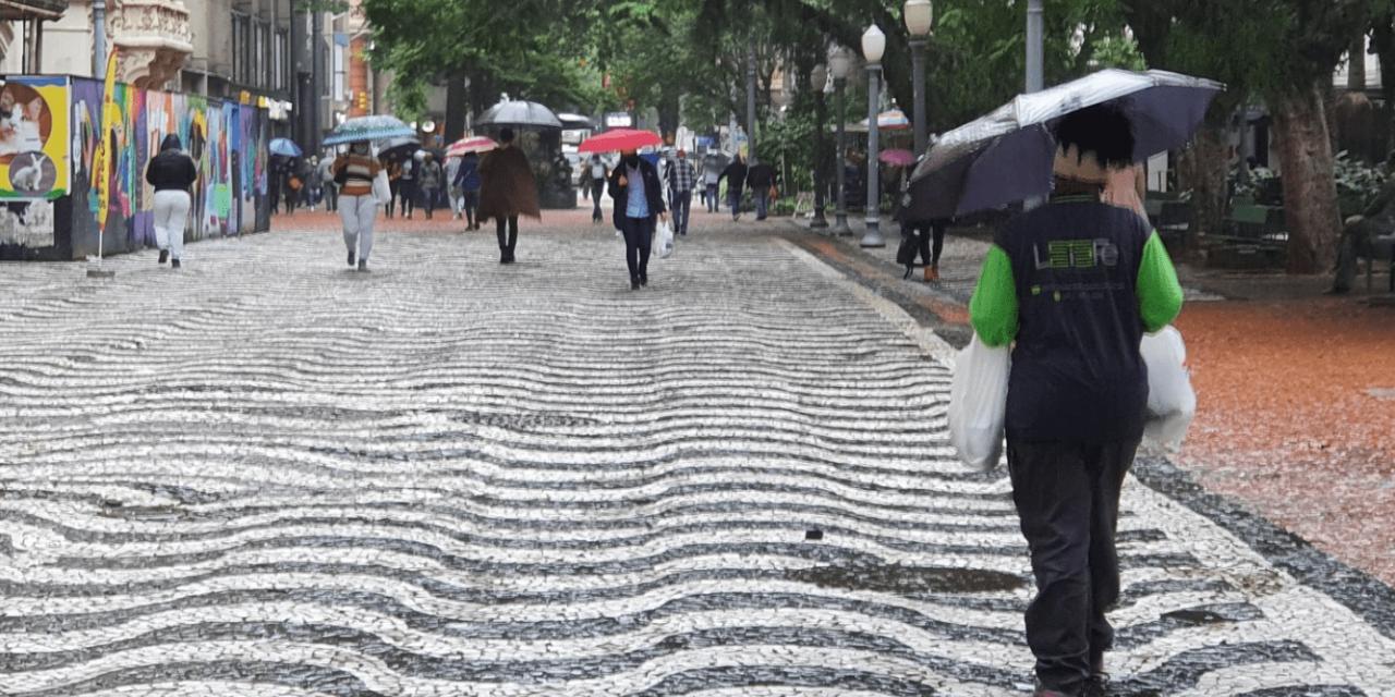 """<span class=""""entry-title-primary"""">Chuva atinge os três estados do Sul nesta quinta-feira</span> <span class=""""entry-subtitle"""">Rio Grande do Sul, Santa Catarina e o Paraná terão instabilidade e chuva forte em algumas regiões </span>"""