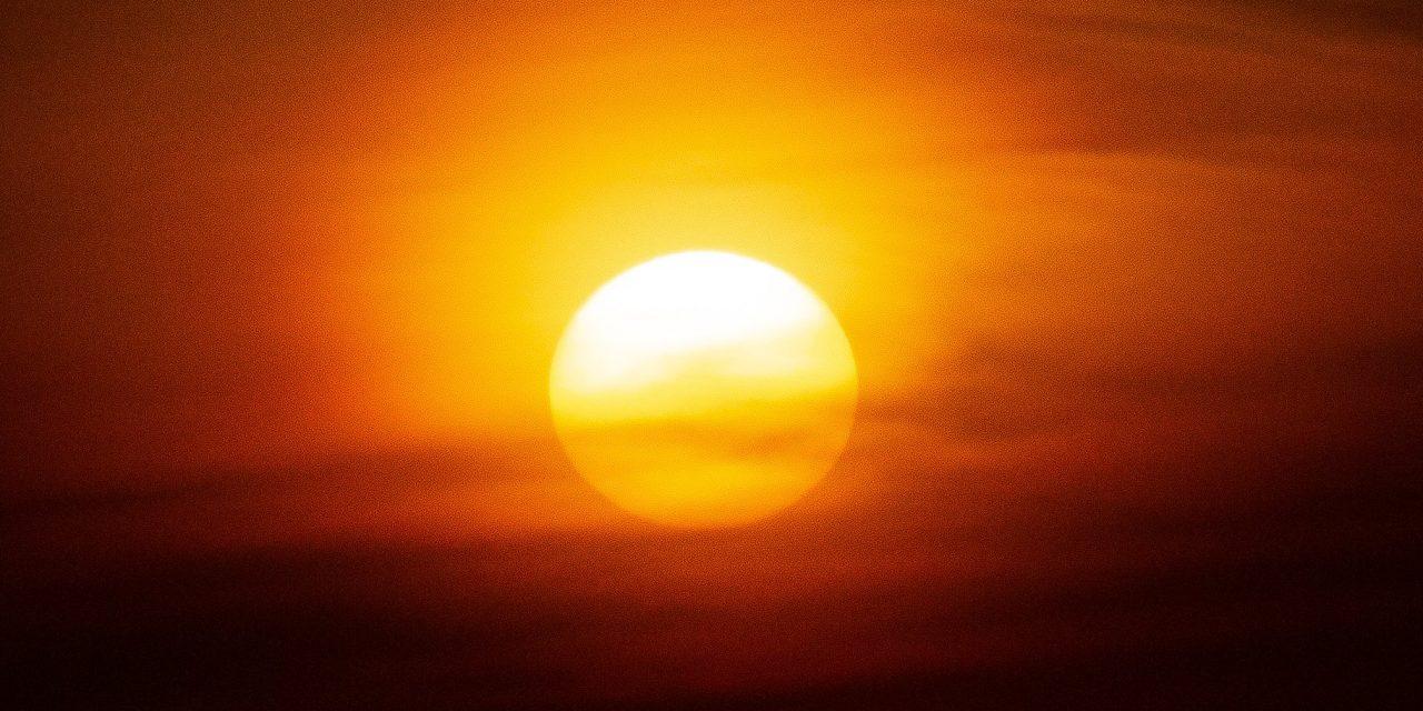 """<span class=""""entry-title-primary"""">Frente quente trará temporais e forte calor fora de época</span> <span class=""""entry-subtitle"""">Sábado será muito quente em parte do Sul do Brasil e já terá risco de temporais em algumas regiões do Rio Grande do Sul </span>"""