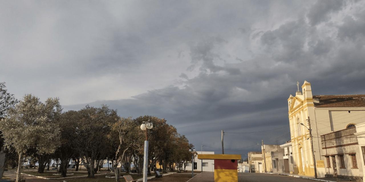 """<span class=""""entry-title-primary"""">Chuva avança com vento</span> <h2 class=""""entry-subtitle"""">Instabilidade durante o domingo vai se concentrar mais na Metade Norte gaúcha e vai alcançar Santa Catarina e o Sul do Paraná </h2>"""
