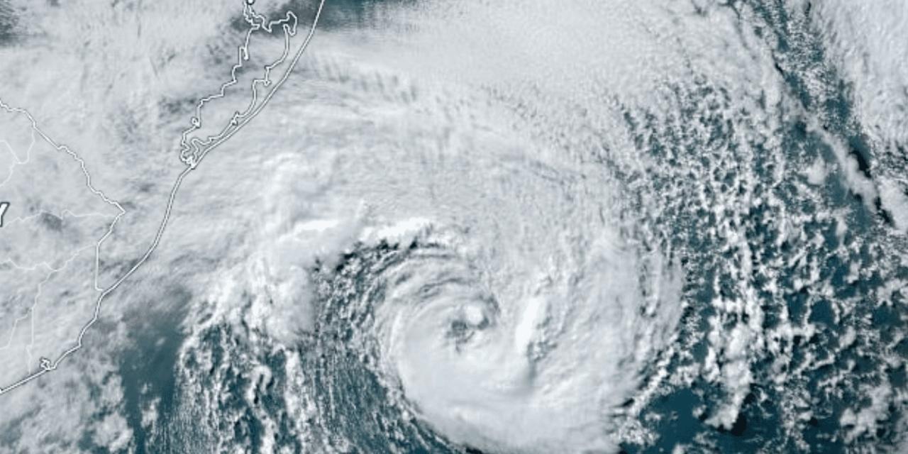 """<span class=""""entry-title-primary"""">Ciclone Raoni na costa tem algumas características de furacão e não oferece perigo</span> <h2 class=""""entry-subtitle"""">Tempestade oceânica junto ao litoral gaúcho começa a se afastar e vento que soprou forte hoje vai diminuir bastante nesta quarta-feira </h2>"""