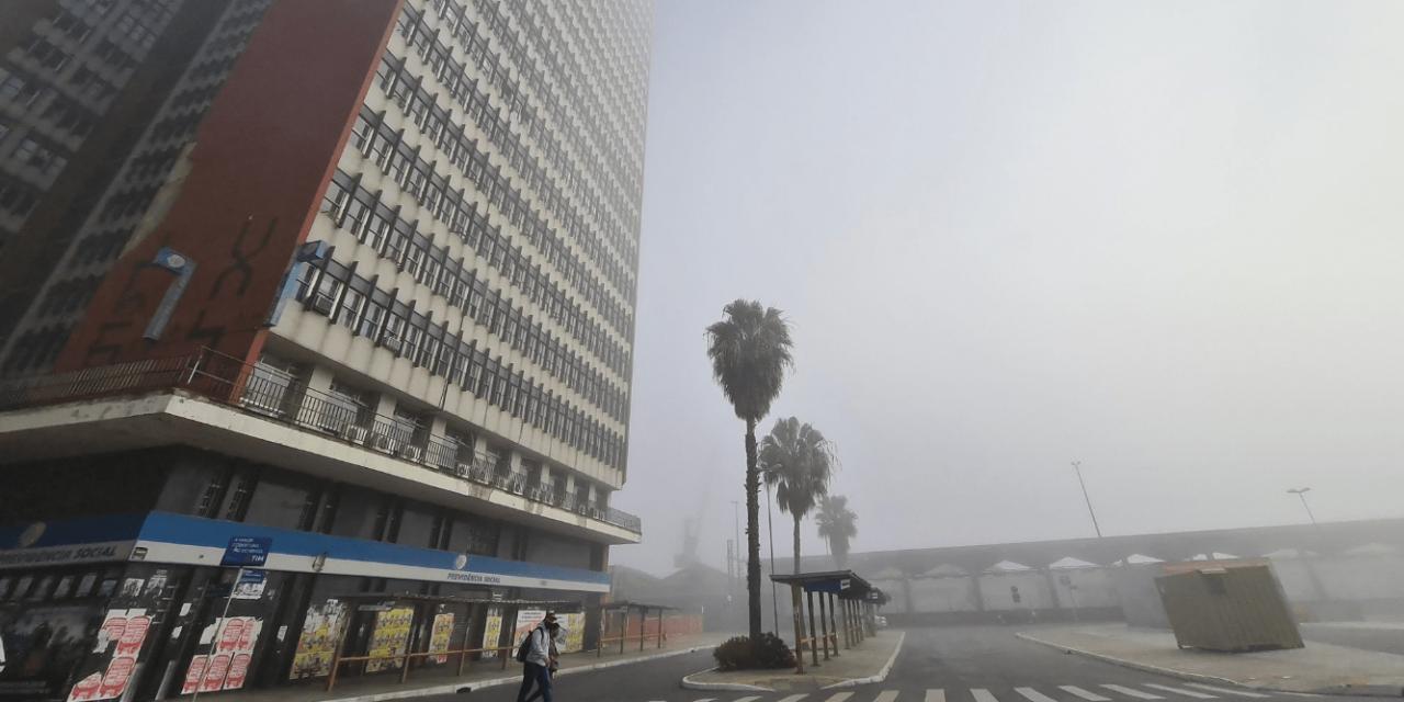 """<span class=""""entry-title-primary"""">Inversão térmica favorece nevoeiro e neblina</span> <h2 class=""""entry-subtitle"""">Feriado começou com neblina em Porto Alegre e outras regiões </h2>"""
