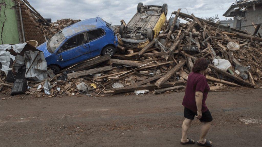 """<span class=""""entry-title-primary"""">Tornado arrasador provoca destruição na Europa</span> <span class=""""entry-subtitle"""">Fenômeno causou devastação no Sudeste da República Checa com mortos e dezenas de feridos </span>"""