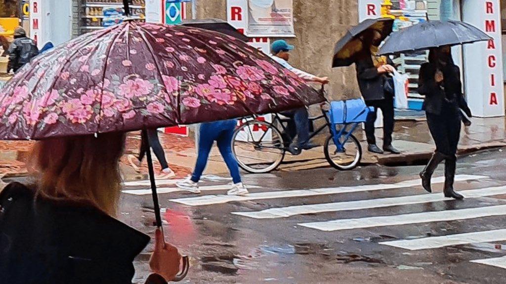 """<span class=""""entry-title-primary"""">Chuva supera 100 mm em Porto Alegre e região metropolitana</span> <span class=""""entry-subtitle"""">Precipitação atingiu mais de 80% da média histórica do mês inteiro em apenas 24 horas </span>"""