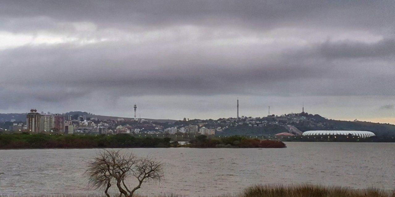 """<span class=""""entry-title-primary"""">Previsão do tempo – Chuva e vento em Porto Alegre</span> <h2 class=""""entry-subtitle"""">Capital terá instabilidade com chuva e tempo ventoso com área de baixa pressão no Sul do Brasil </h2>"""