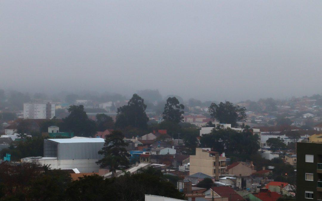 O sol tirou férias? Sequência de dias de tempo úmido e cinzento vai prosseguir e com direito à chuva