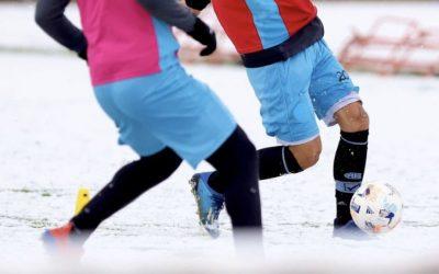 Futebol com neve na Argentina Imagens de estádios brancos e treino sob neve hoje em Córdoba