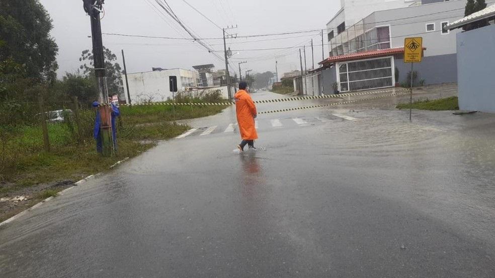 """<span class=""""entry-title-primary"""">Chuva volumosa causa transtornos em parte do Sul do país</span> <h2 class=""""entry-subtitle"""">Santa Catarina foi a mais afetada com chuva de um mês em poucas horas</h2>"""