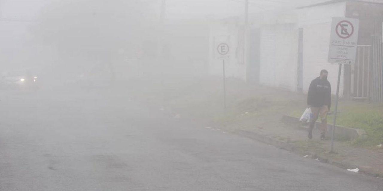 """<span class=""""entry-title-primary"""">Por que o maior nevoeiro do ano foi tão intenso?</span> <span class=""""entry-subtitle"""">Visibilidade chegou a zero hoje cedo na base aérea de Canoas com o forte nevoeiro que tornou perigosa as condições nas estradas e afetou a rotina do Aeroporto Salgado Filho de Porto Alegre </span>"""