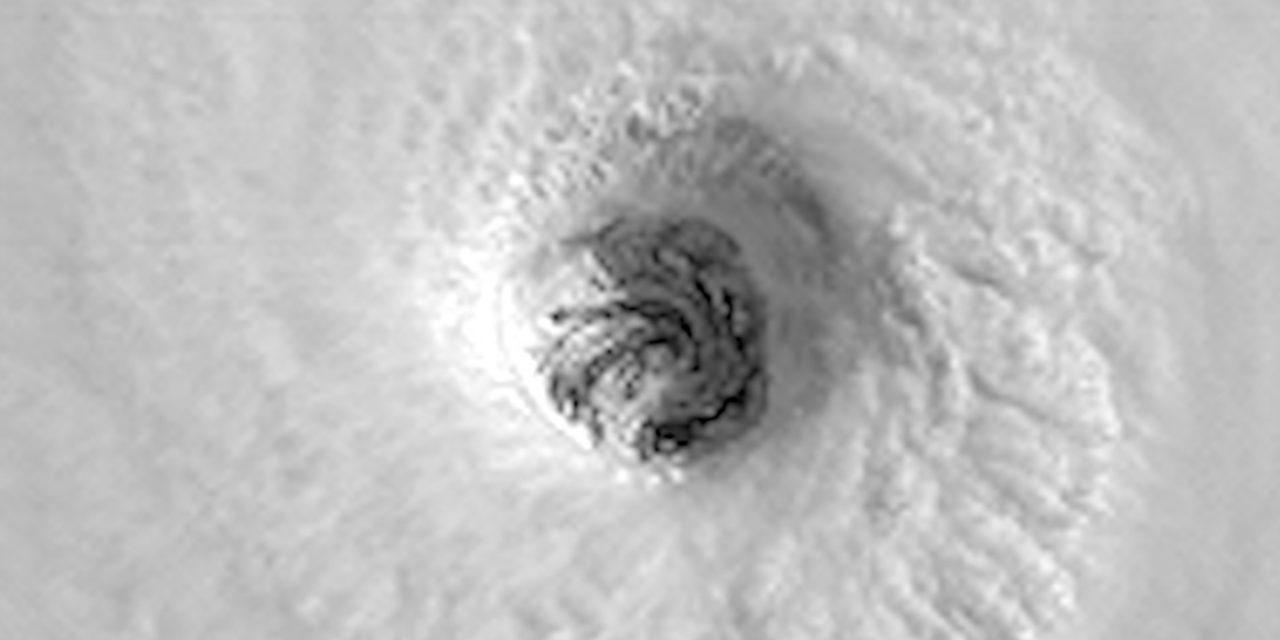 """<span class=""""entry-title-primary"""">O olho do ciclone Felícia</span> <span class=""""entry-subtitle"""">Furacão Felícia é o primeiro a atingir categoria 3 neste ano no Pacífico Leste e formou olho muito simétrico</span>"""