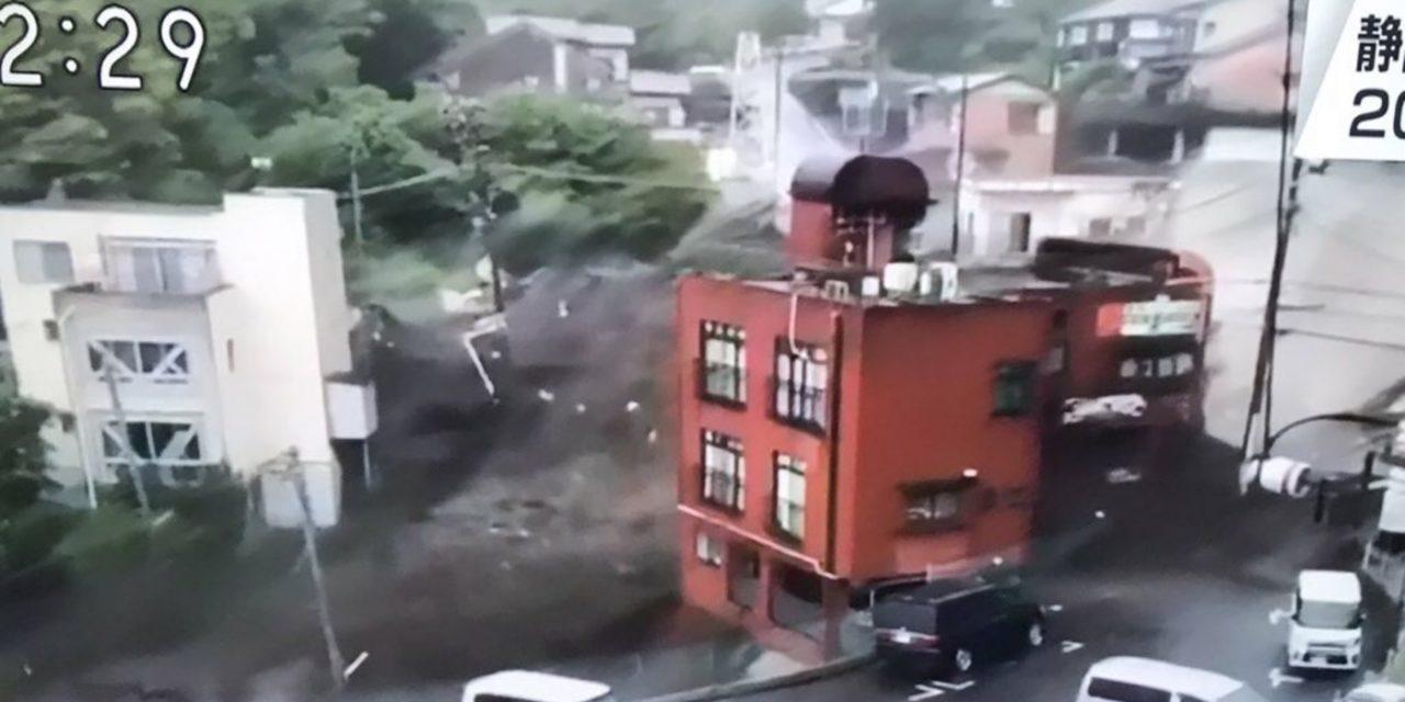 """<span class=""""entry-title-primary"""">Deslizamentos no Japão trazem imagens que lembram o tsunami de 2011</span> <span class=""""entry-subtitle"""">Deslizamento causados pela chuva em Atami, no Centro do Japão, deixa desaparecidos e destruição com imagens que lembram o tsunami de 2011</span>"""