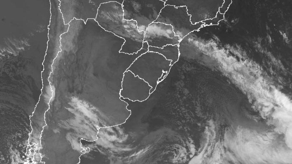 """<span class=""""entry-title-primary"""">Frente fria traz chuva no Paraná, Mato Grosso do Sul e São Paulo</span> <h2 class=""""entry-subtitle"""">Maiores volumes de chuva projetados pela MetSul são para parte do estado do Paraná enquanto na maior parte do Mato Grosso do Sul e de São Paulo pouco ou nada deve chover </h2>"""