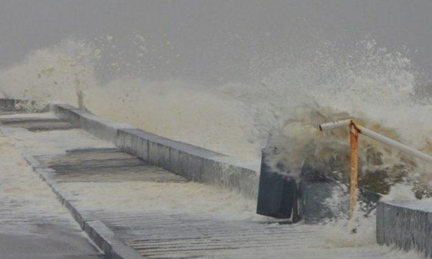 Ciclone traz vento de 111 km/h no Uruguai e fecha Porto de Rio Grande