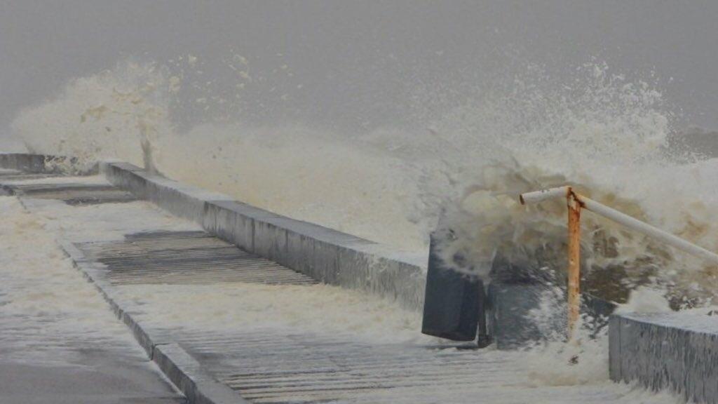 """<span class=""""entry-title-primary"""">Ciclone traz vento de 111 km/h no Uruguai e fecha Porto de Rio Grande</span> <span class=""""entry-subtitle"""">Rajadas devem seguir fortes a intensas pelo ciclone na tarde deste domingo no Uruguai e em parte do Rio Grande do Sul </span>"""