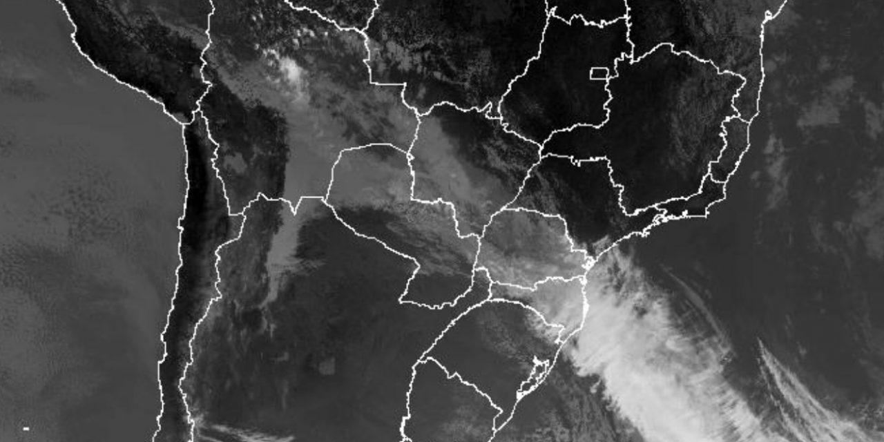 """<span class=""""entry-title-primary"""">Frente fria avança pelo Brasil com chuva e frio e chegará a SP, RJ e MG</span> <h2 class=""""entry-subtitle"""">Sistema atua no Sul do Brasil e foi responsável por trazer tempestades de granizo destrutivo no Rio Grande do Sul </h2>"""